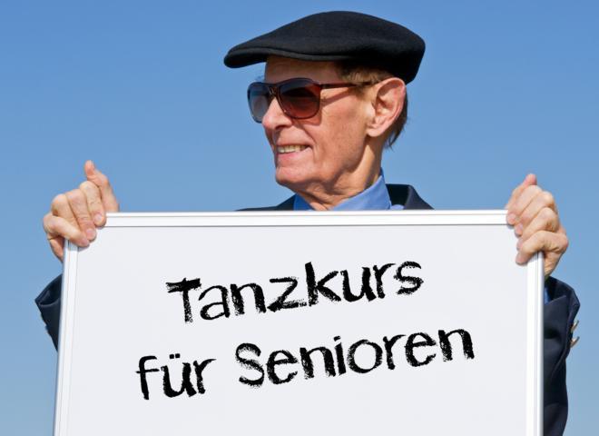 Mit Kries-, Paar-, und Blocktänzen wird die Senioren Tanzgruppe in Achern Fit gehalten
